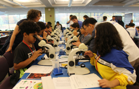 Sleepy Hollow students a the Regeneron DNA lab.