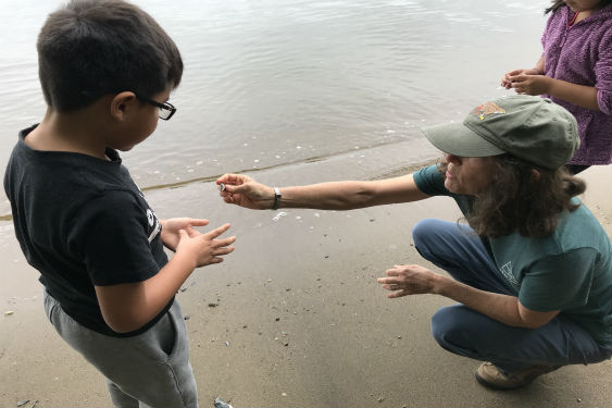Students learn about the Hudson river at Kingsland Point Park